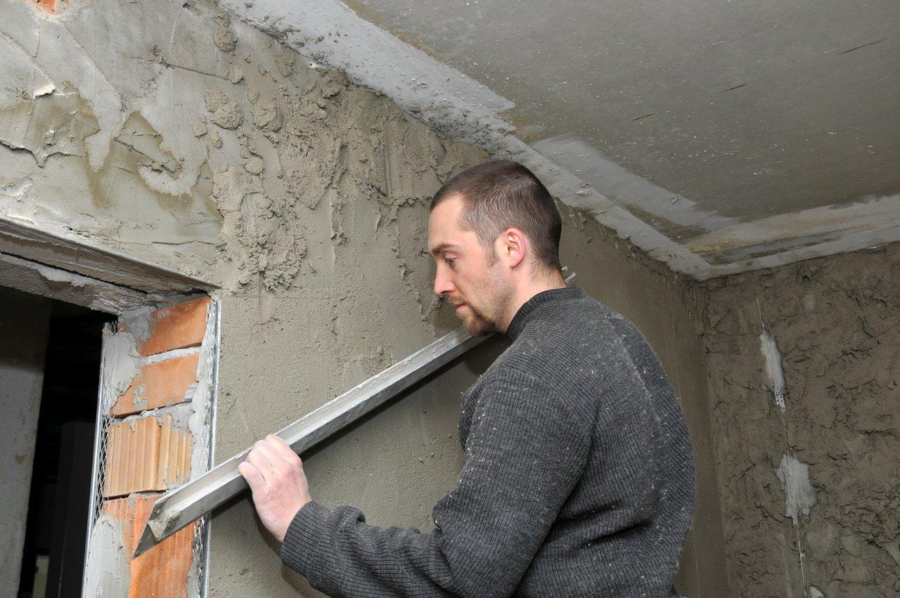 Der Grundputz Stellt Die Weichen Für Eine Glatte Wand!